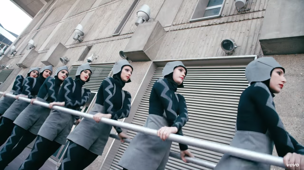 The Chemical Brothers – Go (music video)
