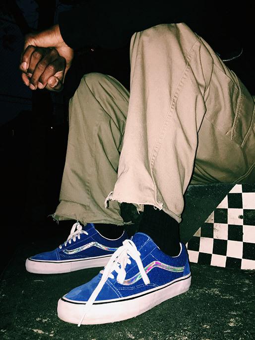 """SNEAKER GEEKS: Supreme x Vans Old Skool """"Iridescent Pack"""""""
